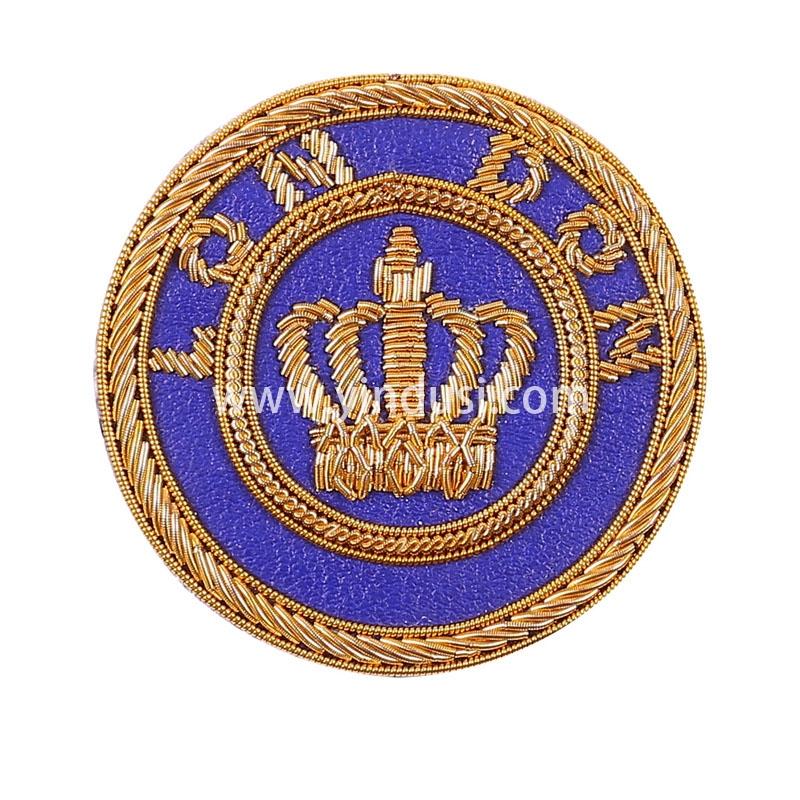 蓝底金冠印度丝徽章定制高端大牌布贴手工刺绣徽章服装辅料定做