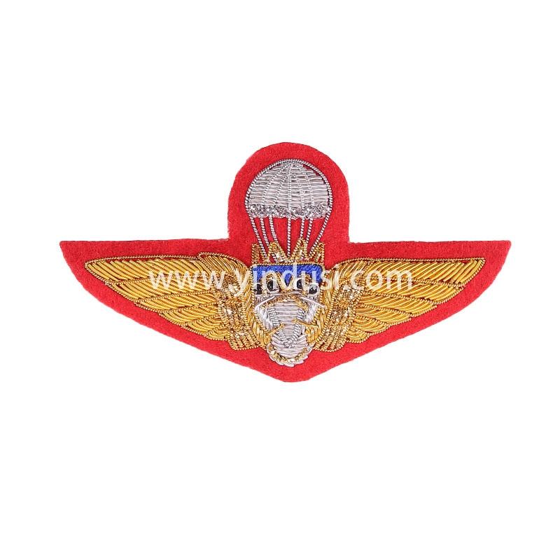红底银降落伞手工刺绣印度丝徽章胸针高档配饰胸花工厂定制订做