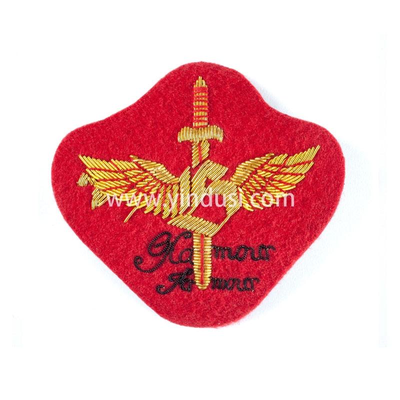 红底剑章手工刺绣印度丝徽章胸针高档配饰胸花工厂定制订做