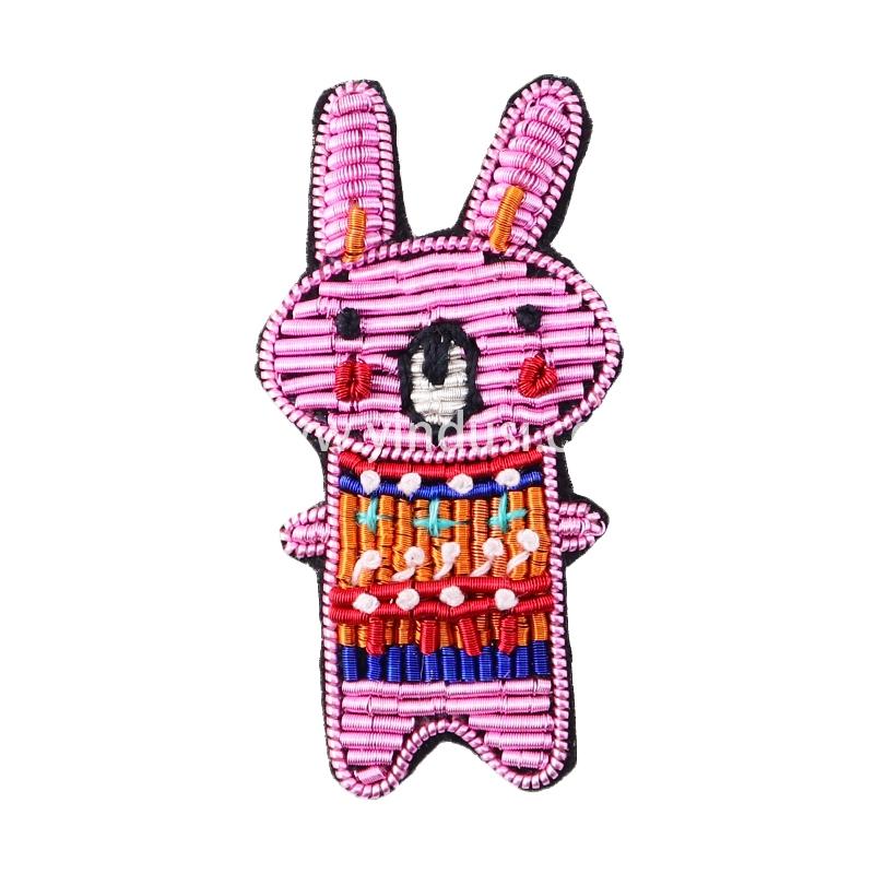 手工刺绣BOBO兔卡通胸针女配饰印度丝徽章饰品别针创意胸花