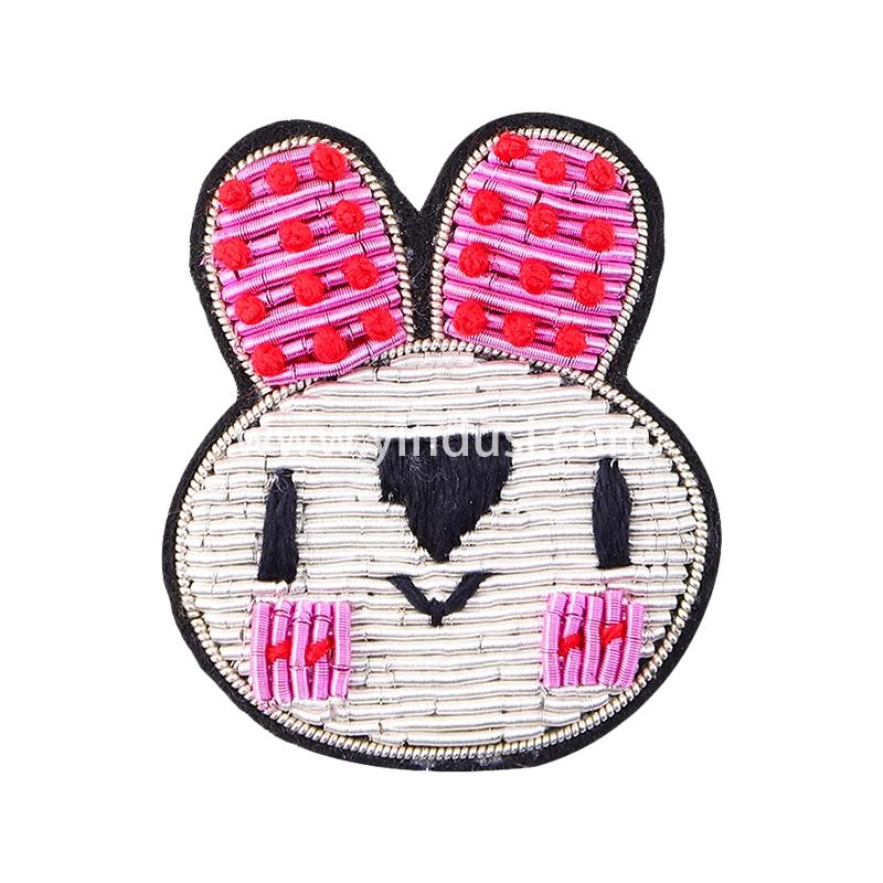 手工刺绣羞羞兔胸花饰品印度丝徽章创意趣味卡通胸针女配饰