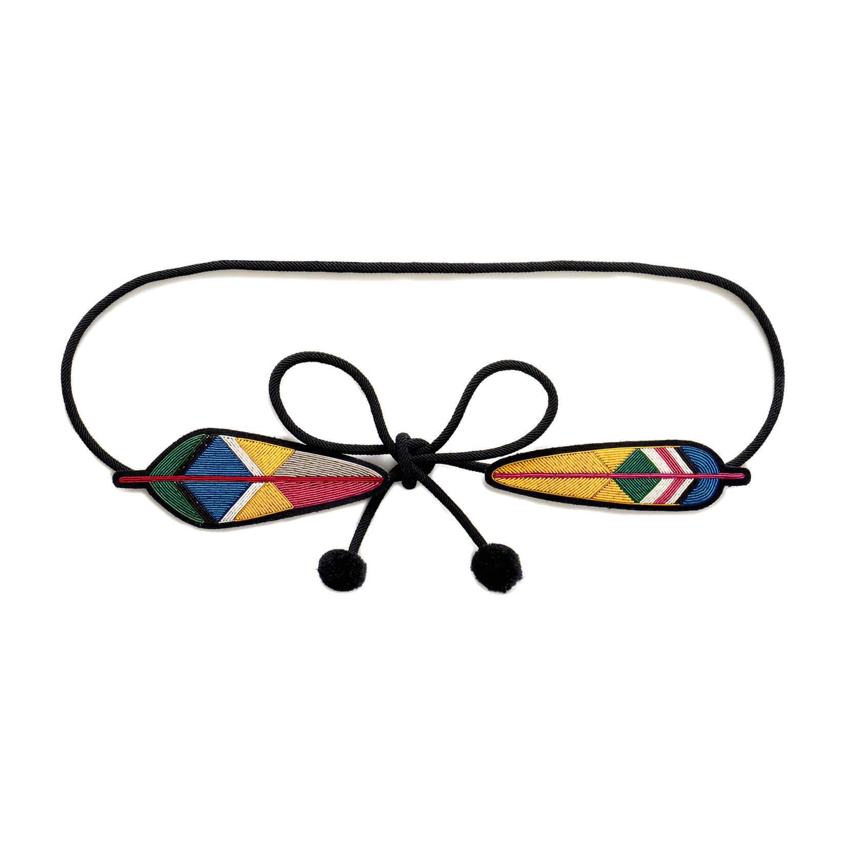 印度丝手工刺绣徽章羽毛腰带,我们美丽的绣花故事很好地勾勒了您的腰部。