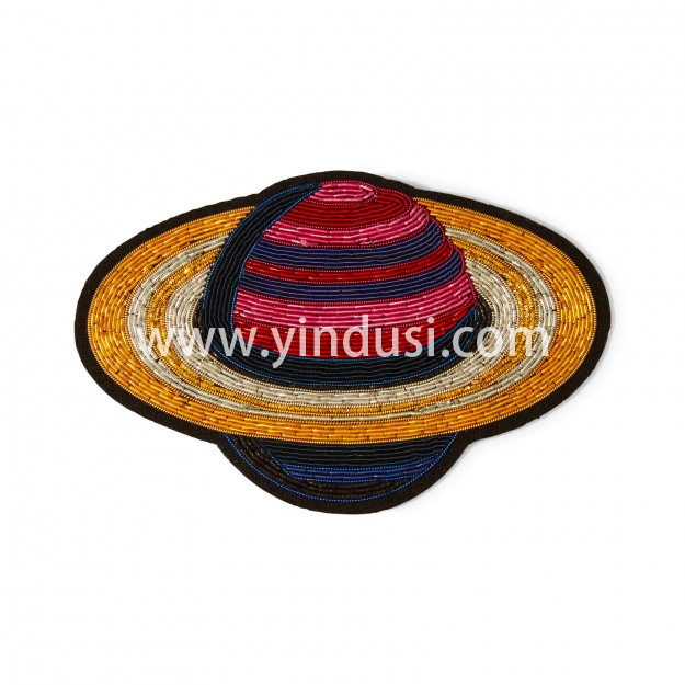 印度丝手工刺绣徽章金属丝太空星球卡通趣味土星胸针,事实证明!