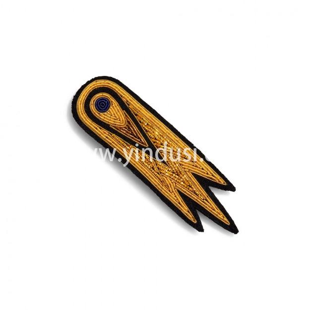 印度丝徽章工厂手工刺绣太空发夹配饰,适合轻盈的发型。