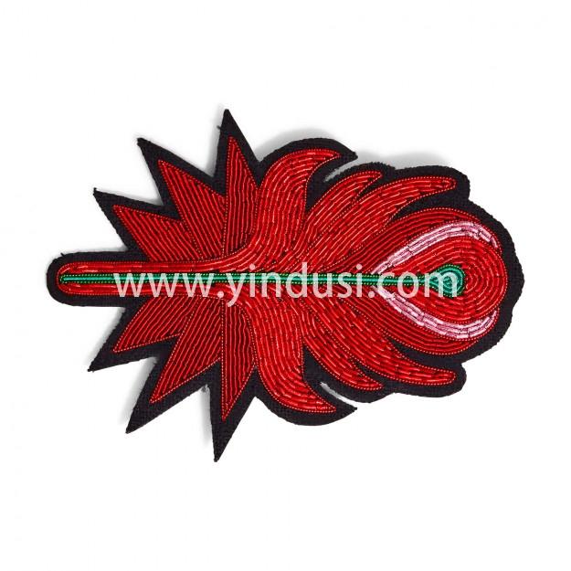 印度丝徽章工厂定制金属丝手工刺绣大凤凰羽毛胸针定做,传奇羽毛。