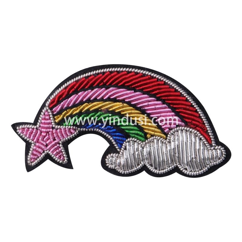 印度丝手工刺绣卡通时尚五星彩虹云朵胸针定做金属丝徽章定制工厂衣服包包配饰