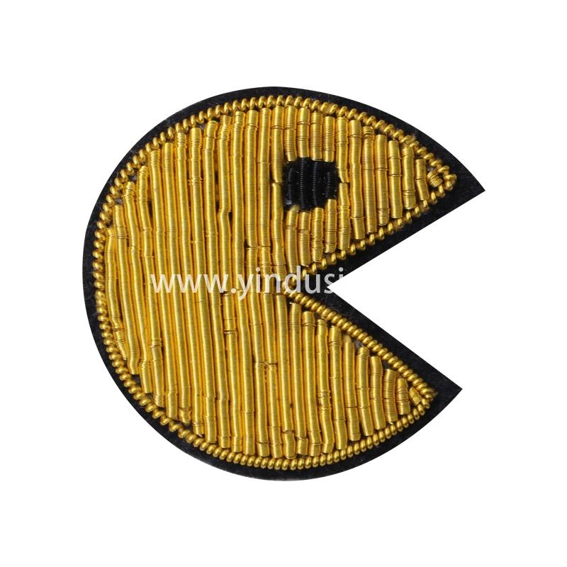 印度丝徽章定制工厂金属丝手工刺绣卡通笑脸男女胸针定做时尚衣服包包配饰